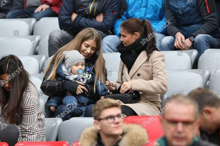 Cathy Hummels wife of  Mats Hummels #5 (FC Bayern Muenchen)  and girlfriend Lina Meyer of  Joshua Kimmich #32 (FC Bayern Muenchen) , FC Bayern Muenchen vs. SC Freiburg, Football, 1.Bundesliga, 03.11.2018, DFB regulations prohibit any use of photographs as image sequences and/or quasi-video