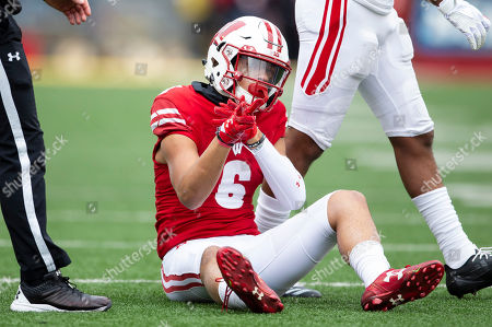 Wisconsin Badgers wide receiver Danny Davis III #6 signals first down after a completion during the NCAA Football game between the Rutgers Scarlet Knights and the Wisconsin Badgers at Camp Randall Stadium in Madison, WI. Wisconsin defeated Rutgers 31-17