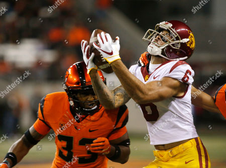 Southern California's Michael Pittman Jr. (6) can't hold onto a pass while being guarded by Oregon State's Jalen Moore (33) in the first half of an NCAA college football game in Corvallis, Ore