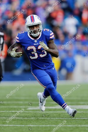 Buffalo Bills' Chris Ivory (33) rushes during the second half of an NFL football game against the Chicago Bears, in Orchard Park, N.Y