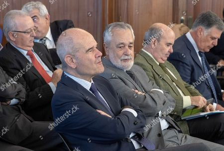 Defendants Manuel Chaves (C-L) and Antonio Grinan (C-R), former Andalusian regional presidents, attend a session of their trial in Seville, southern Spain, 05 November 2018. Chavez and Grinan are two of the 21 former top-rank officers of Andalusian regional government who are accused of being involved in a regional employment regulation scandal so-called ERE case.
