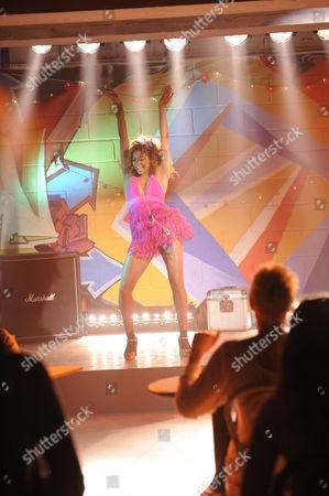 'Britannia High'  TV - 2008 - The showcase for the new students in the Den Lola [Rana Roy]