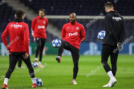 Lokomotiv Moscow's Manuel Fernandes (C) performs during his team's training session in Porto, Portugal, 05 November 2018. Lokomotiv Moscow will face FC Porto in their UEFA Champions League group D soccer match on 06 November 2018.