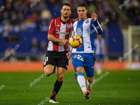 Mario Hermoso of RCD Espanyol and Aritz Aduriz of Athletic Club