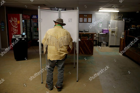 Stuart Wood, from Stockton, Mo., votes at Caplinger Woods RV & Campgrounds, in Stockton, Mo