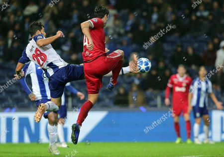 Porto defender Felipe, left, fights for the ball with Moscow defender Vedran Corluka during the Champions League group D soccer match between FC Porto and Lokomotiv Moscow at the Dragao stadium in Porto, Portugal