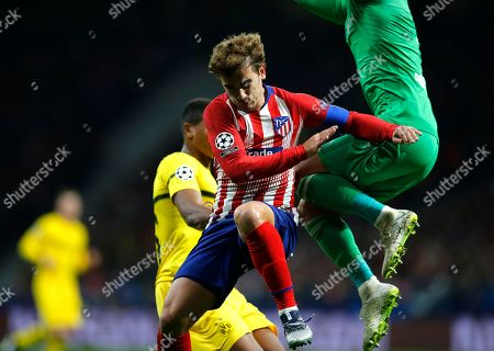 Borussia Dortmund's goalkeeper Roman Burki, right, and Atletico Antoine Griezmann challenge for the ball during the Group A Champions League soccer match between Atletico Madrid and Borussia Dortmund at Wanda Metropolitano stadium in Madrid, Spain