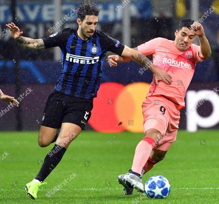 FC Barcelona's Luis Suarez (R) and Inter Milan's Sime Vrsaljko in action during the UEFA Champions League group B soccer match between Inter FC and FC Barcelona at the 'Giuseppe Meazza' stadium in Milan, Italy, 06 November  2018.