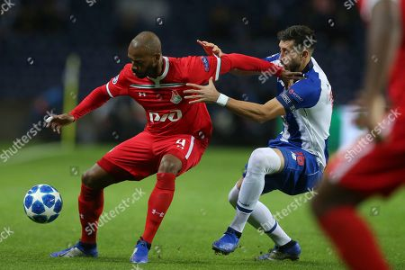 FC Porto's Hector Herrera (R) in action against Lokomotiv Moscow's Manuel Fernandes, during their Champions League group D soccer match, held at Dragao stadium, Porto, Portugal, 6 November 2018.