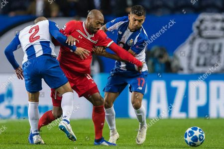 FC Porto's Corona (R) in action against Lokomotiv Moscow's Manuel Fernandes (C) during their Champions League group D soccer match, held at Dragao stadium, Porto, Portugal, 6 November 2018.