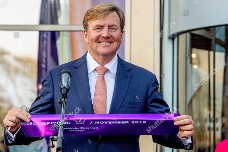 King Willem-Alexander opens the Ommelander Hospital, Groningen