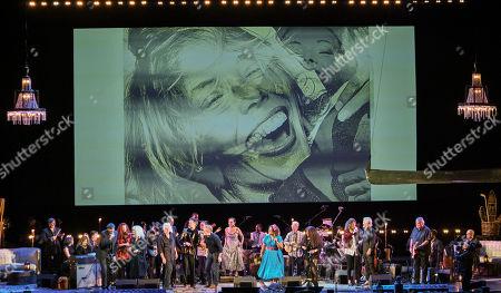 James Taylor, Emmylou Harris, Seal, Graham Nash, Rufus Wainwright, Glen Hansard, Los Lobos, La Marisoul, Chaka Khan, Brandi Carlile and Kris Kristofferson