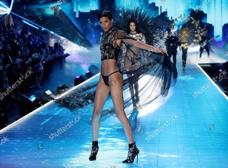 Jourdana Phillips on the catwalk