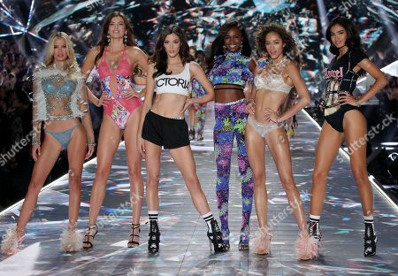 Sadie Newman, Leomie Anderson, Alanna Arrington and models on the catwalk