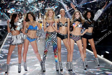 Stock Picture of Maia Cotton, Iesha Hodges and Myrthe Bolt on the catwalk