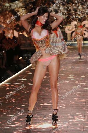 Sofie Grace Rovenstine on the catwalk