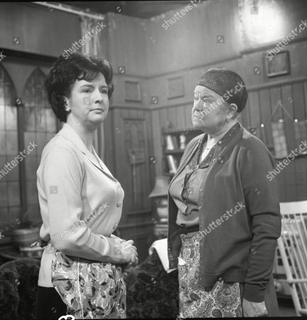 Ruth Holden (as Vera Lomax) and Violet Carson (as Ena Sharples)