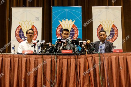 Malaysian badminton player Lee Chong Wei (C) speaks during a press conference in Kuala Lumpur, Malaysia, 08 November 2018. Chong Wei spoke to the media for the first time after he was diagnosed with nose cancer in July.