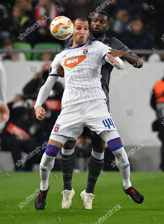 Marko Scepovic of Vidi (F) in action against Fernando Varela of PAOK during the UEFA Europa League Group L fourth round soccer match of MOL Vidi FC of Hungary vs. PAOK Thessaloniki of Greece in Groupama Arena in Budapest, Hungary, 08 November 2018.
