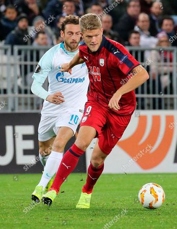 Bordeaux's Andreas Cornelius, right, and St. Petersburg 's Claudio Marchisio challenge for the ball during the Europa League, group C soccer match between Bordeaux and Zenit Saint Petersburg played in Bordeaux, southwestern France, Thursday Nov.8, 2018
