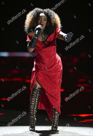 Leela James performs during the 2018 Victoria's Secret Fashion Show at Pier 94, in New York
