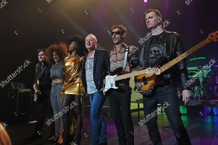Simple Minds - Charlie Burchill, Cherisse Osei, Sarah Brown, Jim Kerr, Gordy Goudie, Ged Grimes