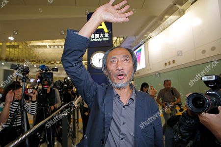 """Chinese dissident writer Ma Jian waves to media after arriving Hong Kong international airport, . Despite Mallet's rejection, Hong Kong on Friday permitted dissident writer Ma to enter to attend a literary festival, even after an arts venue in the city canceled his appearance. Ma, whose novels frequently satirize China's communist leaders, told reporters he experienced nothing unusual while passing through passport control and that organizers were still lining-up a place for him to speak. """"The lecture will definitely happen. If there is a single Hong Kong person who is willing to listen, or a single reader who contacts me, I will be there,"""" Ma said"""