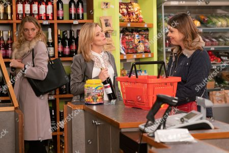 Ep 9614 Friday 16th November 2018 - 1st Ep Elsa, as played by Kelly Harrison, is in the corner shop and overhears Leanne Tilsley, as played by Jane Danson, buying a bottle of wine as they are celebrating. Intrigued she follows her out. With Tracy Barlow, as played by Kate Ford.