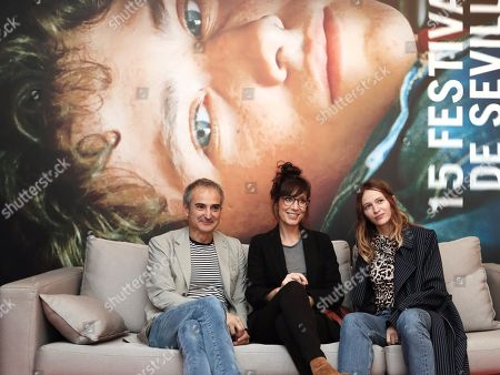 Olivier Assayas (L) poses next to actresses Nora Hamzawi (C) and Christa Theret (R) during the presentation of his movie 'Non-Fiction' in Sevilla, southern Spain, 09 November 2018, on occasion of the Sevilla European Film Festival, running from 09 November until 17 November.