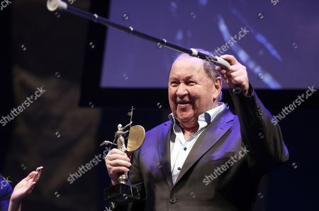 Roy Andersson delivers a speech after being awarded the 'Giraldillo de Honor' award at the inauguration of the Sevilla European Film Festival, in Sevilla, southern Spain, 09 November 2018, an event running from 09 to 17 November.
