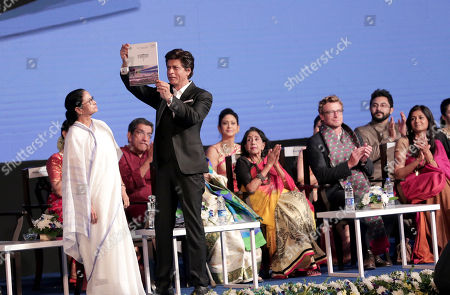 Bollywood actor Shahrukh Khan (C) shows a souvenir next to Chief Minister of Bengal Mamata Bannerjee (L) during the 24th Kolkata International Film Festival, in Kolkata, India, 10 November 2018. This year Bengal cinema celebrates its 100-year anniversary. The festival runs from 10 to 17 November.