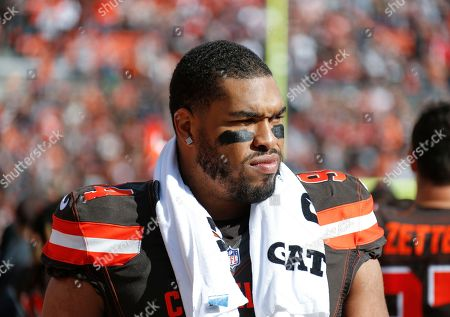 Cleveland Browns defensive lineman Carl Davis (94) stands on the sideline before an NFL football game against the Kansas City Chiefs, in Cleveland