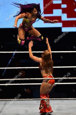Sasha Banks vs Riott Squad