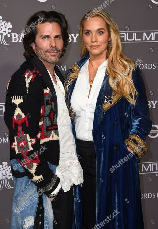 Greg Lauren, Elizabeth Berkley. Greg Lauren and Elizabeth Berkley attend the 2018 Baby2Baby Gala on in Culver City, Calif
