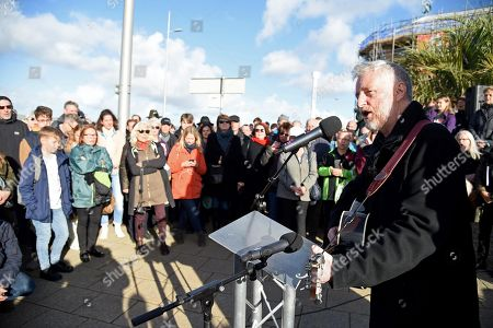 Stock Photo of Billy Bragg reads a poem by Carol Ann Duffy written to mark the centenary of Armistice Day called The Wound in Time as part of Pages of the Sea, Weymouth, Dorset, UK