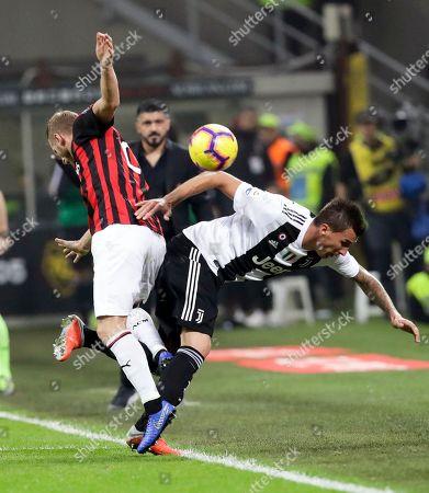 AC Milan's Ignazio Abate, left, and Juventus' Mario Mandzukic fight for the ball during a Serie A soccer match between AC Milan and Juventus, at Milan's San Siro stadium