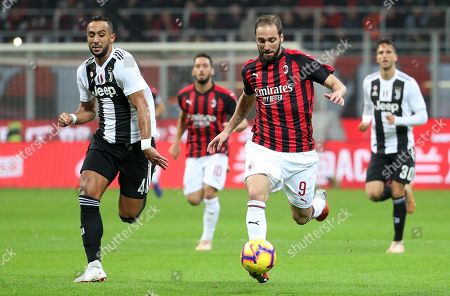 Milan's Gonzalo Higuain (R) and Juventus' Medhi Benatia in action during the Italian Serie A soccer match between AC Milan and Juventus FC at Giuseppe Meazza stadium in Milan, Italy, 11 November 2018.