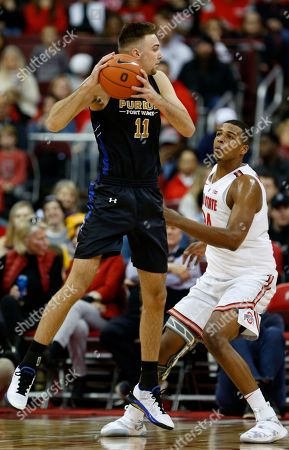 Purdue Fort Wayne forward Dylan Carl, left, grabs a rebound against Ohio State forward Kaleb Wesson during the second half of an NCAA college basketball game in Columbus, Ohio, . Ohio State won 107-61