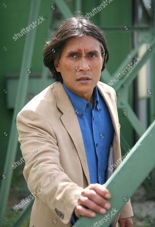 'Primeval' TV programme - Series 3: Ramon Tikaram as Mick Harper