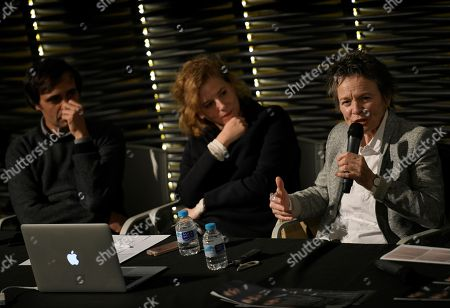 US artist Laurie Anderson (R) attends a press conference on occasion of her performance at the RIZOMA Arts Festival organized by the Reina Sofia Museum in Madrid, Spain, 13 November 2018.
