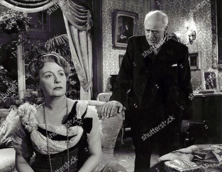 Stock Picture of 1954, Un Inspecteur vous demande, Olga Lindo, Alastair Sim, Guy Hamilton, Watergate Prods, Scene Still, Priestley, J.B., Landscape,