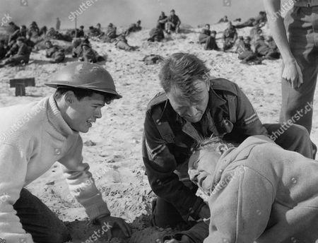 1958, Sean Barrett, (Sir) John Mills, Bernard Lee, Leslie Norman, Ealing, Scene Still, Landscape,