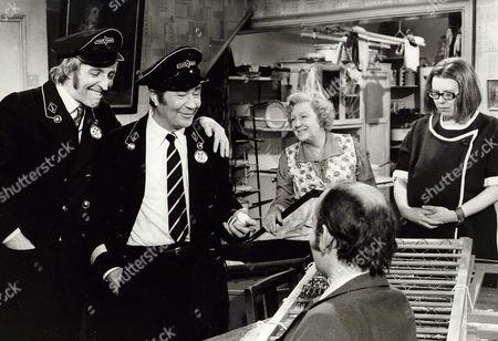 1971, Bob Grant, Reg Varney, Doris Hare, Anna Karen, EMI/Hammer, Scene Still, Comedy, Landscape,