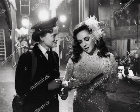 Stock Picture of 1980, Le Miroir se brisa, MAUREEN BENNETT, Elizabeth Taylor, G.W. Films, Scene Still, Mystery/Suspense, Agatha Christie, Landscape,