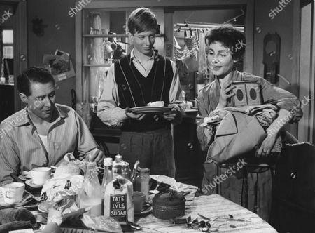 1957, La Femme en robe de chambre, Anthony Quayle, Andrew Ray, Yvonne Mitchell, Associated British, Scene Still, Landscape,