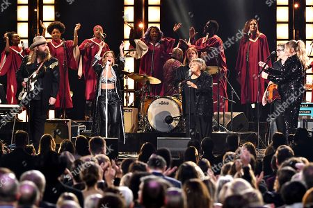 Chris Stapleton, from left, Maren Morris, Mavis Staples and Morgane Stapleton perform 'I'll Take You There'