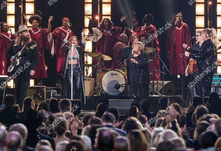 "Chris Stapleton, Maren Morris, Mavis Staples, Morgane Stapleton. Chris Stapleton, from left, Maren Morris, Mavis Staples and Morgane Stapleton perform ""I'll Take You There"" at the 52nd annual CMA Awards at Bridgestone Arena, in Nashville, Tenn"