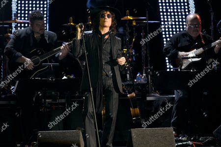 "Enrique Bunbury performs ""Vivir Sin Aire"" at the Latin Recording Academy Person of the Year gala honoring Mana at the Mandalay Bay Events Center on"