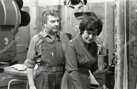 Peter Adamson (as Len Fairclough) and Ruth Holden (as Vera Lomax)
