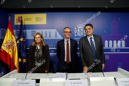 Spanish Minister of Culture, Jose Guirao (C), smiles next to Spanish writers Carmen Riera (L) and Sergio Ramirez (R) during a press conference in which he announced the Cervantes Award 2018 to Uruguayan poet Ida Vitale in Madrid, Spain, 15 November 2018. Vitale was awarded for 'having one of the most recognizable and outstanding languages' in contemporary poetry and for her 'first-rate career'.